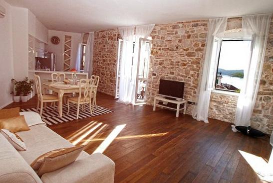 Apartment, Vizinada
